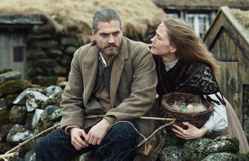 """Esmar och Johanna i """"Fågelfångarens son""""."""