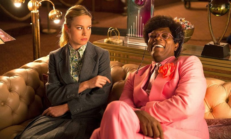 "Brie Larson och Samuel L. Jackson i ""Unicorn Store""."