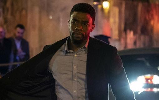 Trailer: Chadwick Boseman jagar polismördare i 21 Bridges
