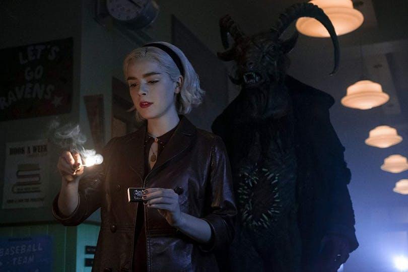 "Kiernan Shipka som Sabrina i ""Chilling Adventures of Sabrina""."
