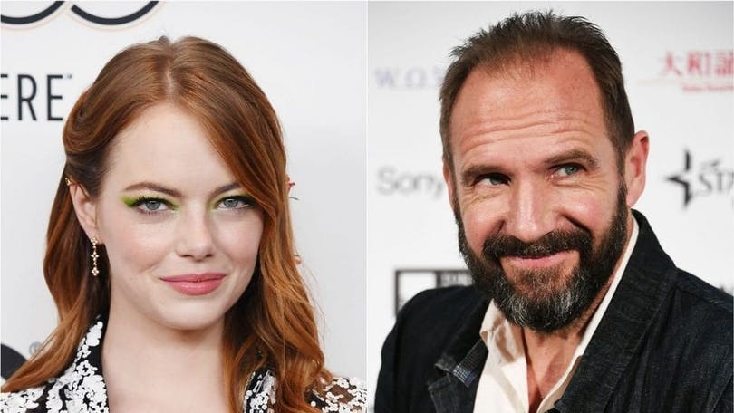 En bild av Emma Stone och Ralph Fiennes