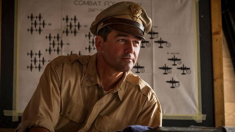 "Kyle Chandler som Colonel Cathcart i ""Catch-22""."