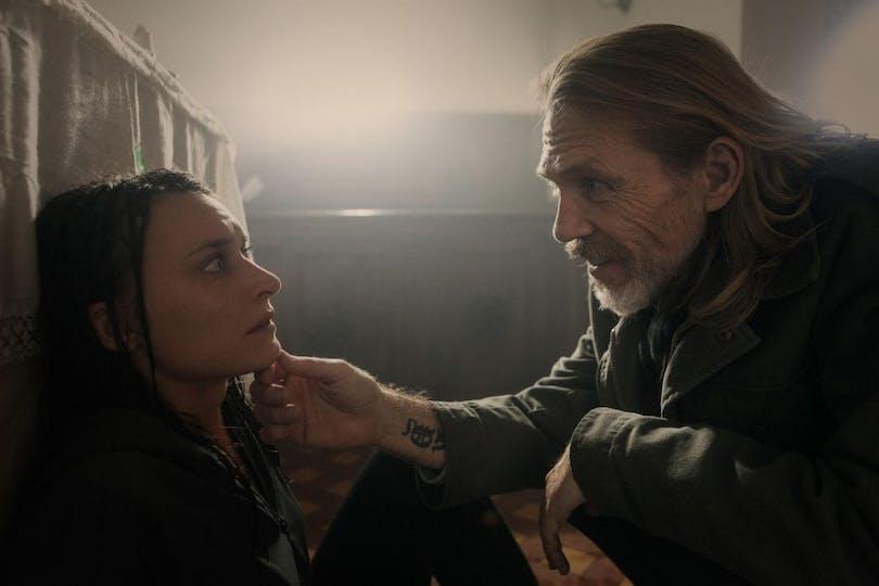 "Josefin Asplund och Richard Brake i ""Himmelsdalen""."