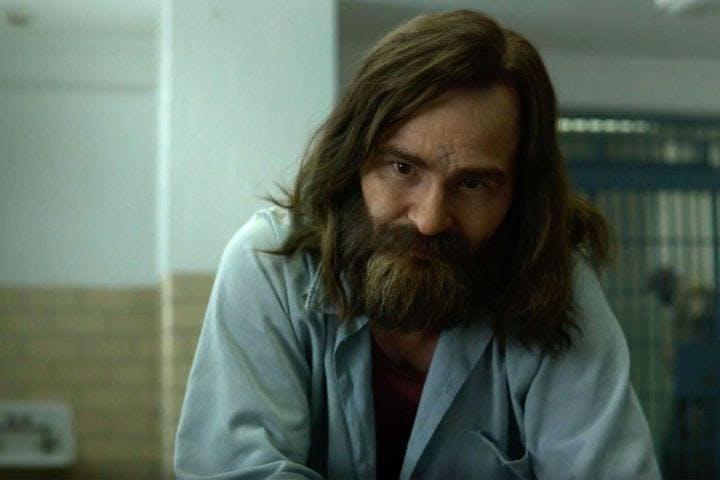 Damon Herriman som Charles Manson i Netflix-serien Mindhunter.