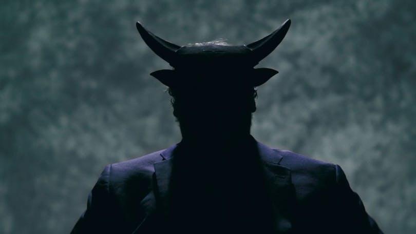 En mystisk satanist i Hail Satan?.