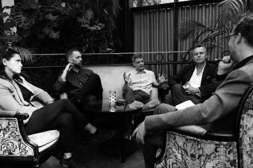 Eric Diedrichs intervjuar 438 Dagar-gänget. Fr.v. Sandra Harms (producent), Jesper Ganslandt (regissör), Peter Birro (manusförfattare), Karl Fredrik Ulfung (producent).
