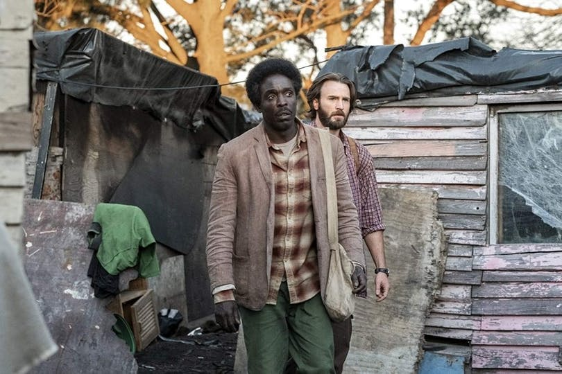 Chris Evans och Michael Kenneth Williams i The Red Sea Diving Resort.