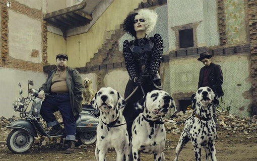 Se Emma Stone som dalmatinfångaren Cruella