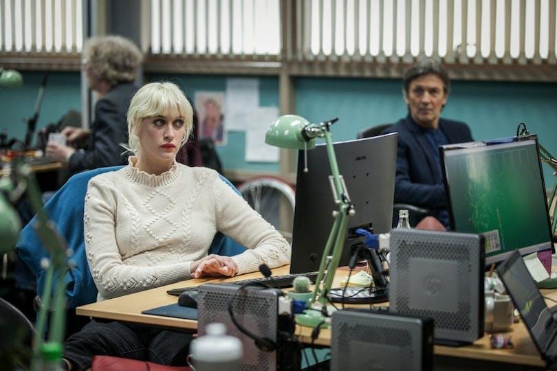 "Julia Ragnarsson som Bea Farkas i ""Fartblinda""."
