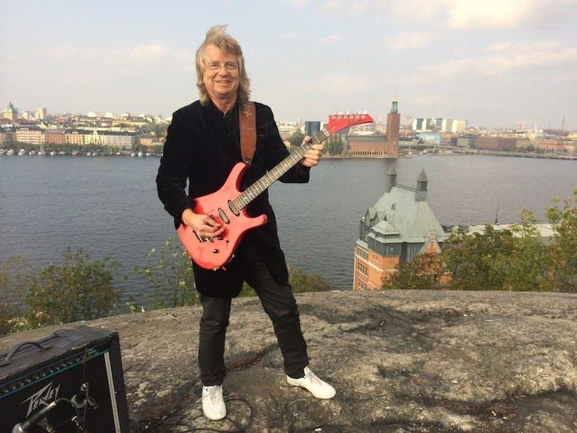 Janne Schaffer med gitarr.