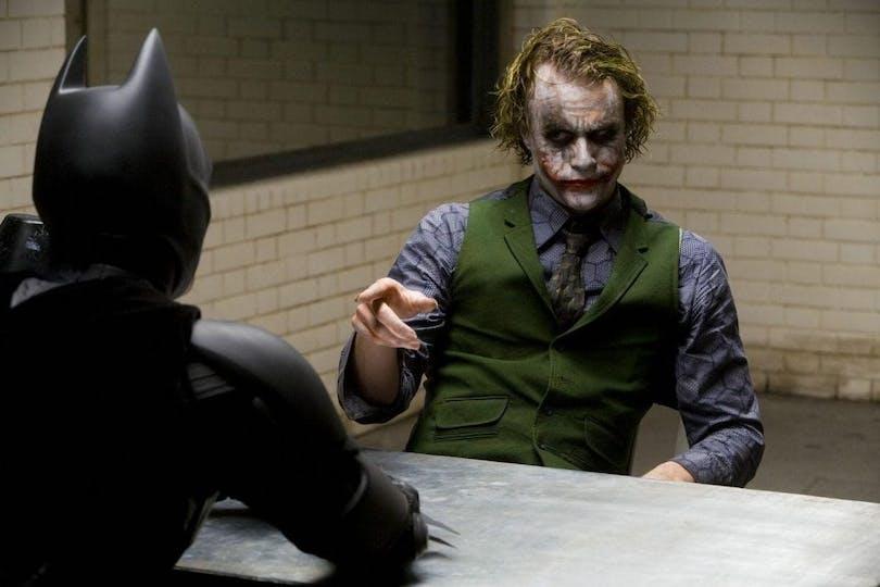 Batman förhör Jokern.