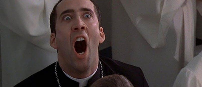 Nicolas Cage gör en extrem min i Face/Off från 1997
