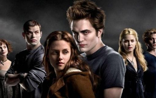 """Kristen Stewart backar Pattinson som Batman: """"Bara han kan göra rollen"""""""