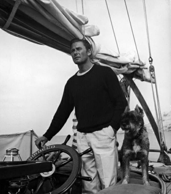 Skepparen Errol Flynn.