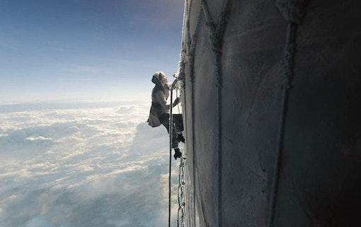 Se trailern till luftballongfilmen The Aeronauts