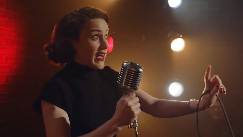 The Marvelous Mrs. Maisel på Amazon Prime Video.