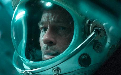 Brad Pitt i Ad Astra.