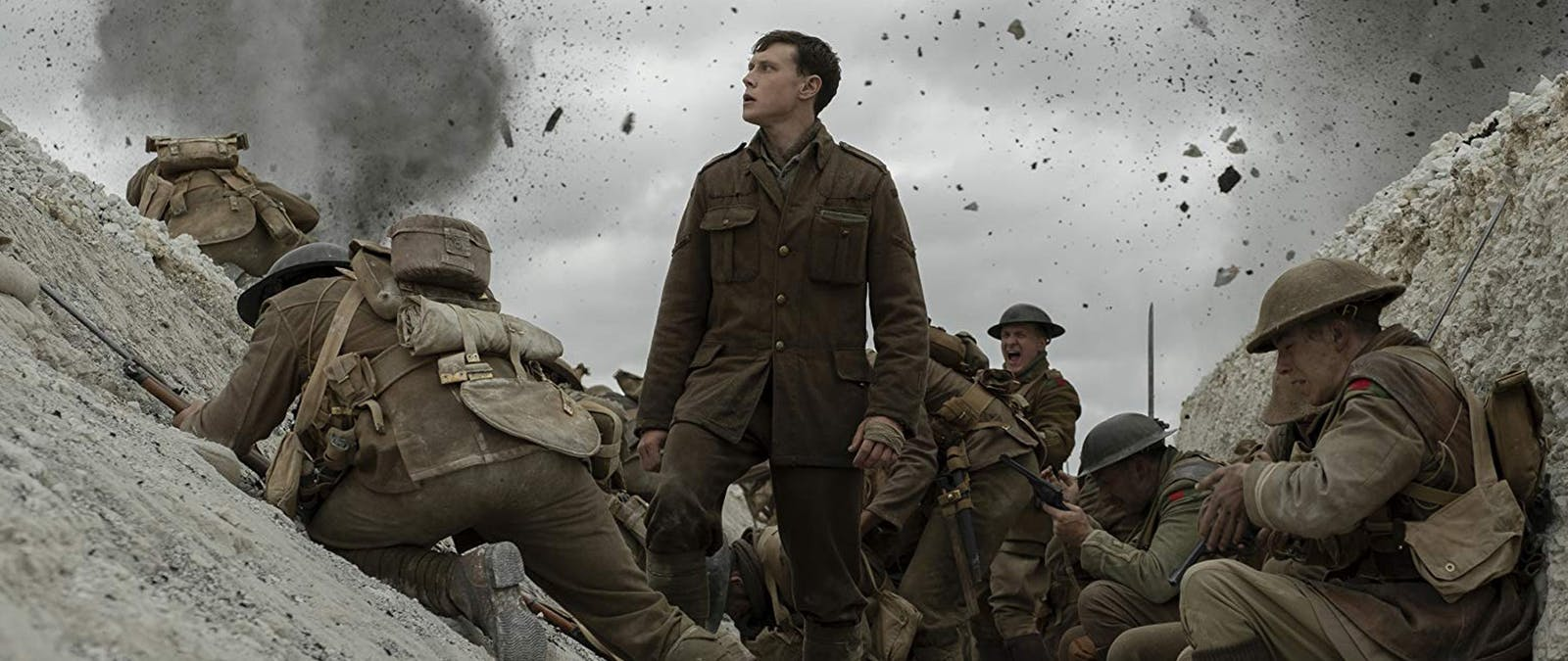 George MacKay mitt i krigets kaos i 1917. Foto: Universal Pictures & EOne