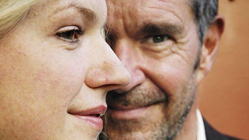 Kjell Bergqvist och Cecilia Frode i Mäklarna.