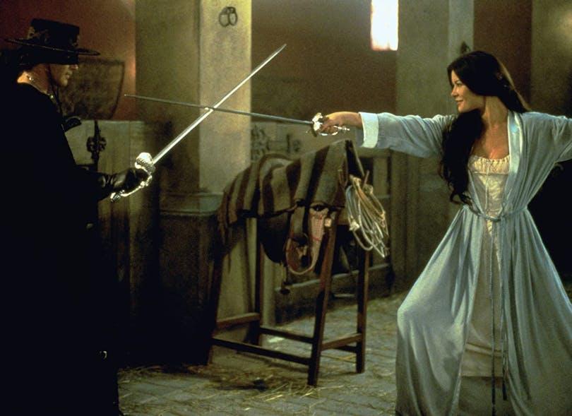 Zorro möter sin värdigaste motståndare i Elena. Foto: Sony Pictures Releasing.