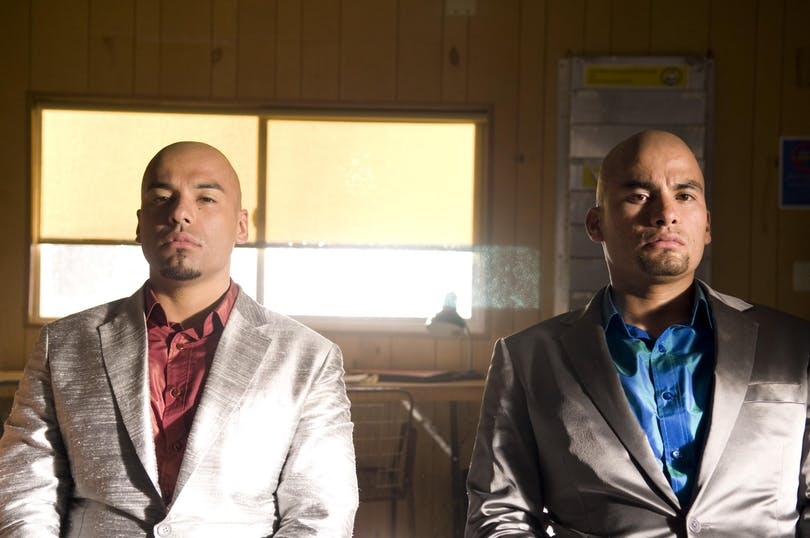 "Daniel och Luis Mancada som ""The Cousins"". Foto: Netflix."