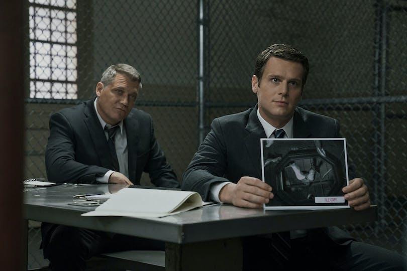 Holden Ford (Jonathan Groff) och Bill Tench (Holt McCallany) i Mindhunter. Foto: Netflix.