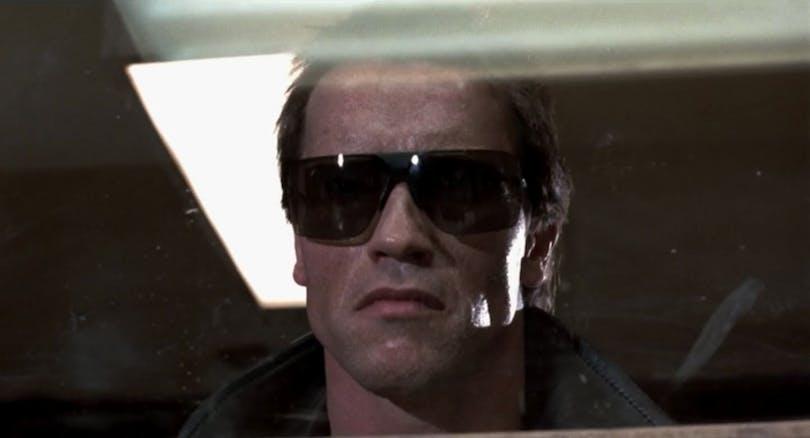 """Arnold Schwarzenegger är sekunder från att göra filmhistoria med repliken """"I'll be back"""" i The Terminator. Foto: Orion Pictures."""