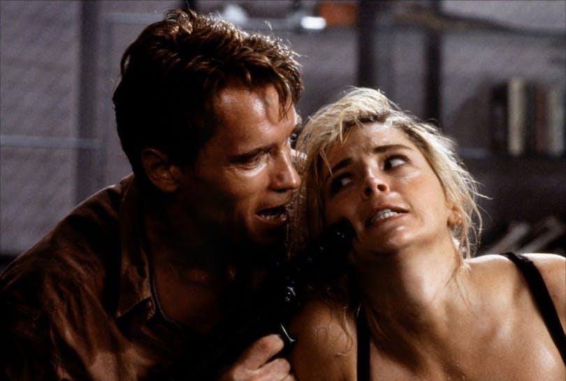 Arnold Schwarzenegger spelade en gång i tiden mot Sharon Stone i Total Recall. Foto: TriStar Pictures.