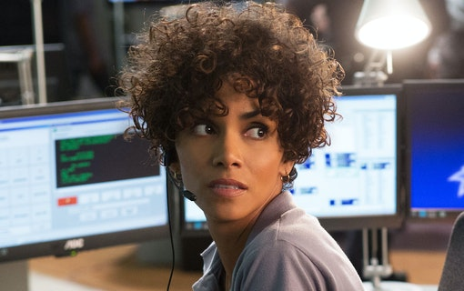 Halle Berry i Moonfall – Roland Emmerichs nya katastrofrulle
