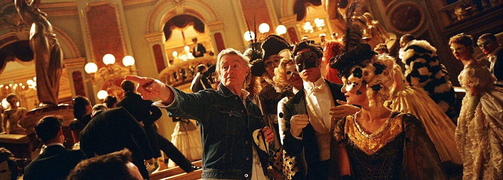 Joel Schumacher under inspelningen av Phantom of the Opera. Foto: Imdb.