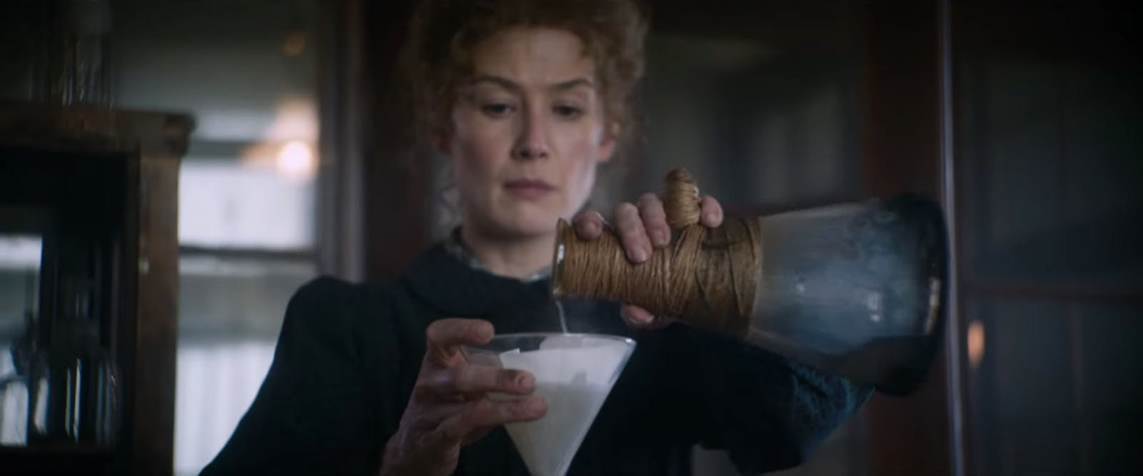 Trailer: Marie Curie med Rosamund Pike