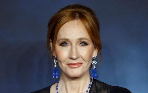 J.K. Rowling i blåsväder –för transfobisk tweet