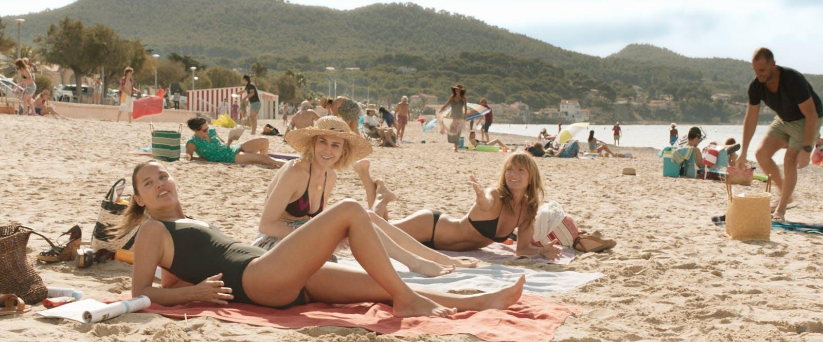 Bild från Axelle Laffonts film MILF, här på skådespelarna Virginie Ledoyen, Marie-Joseé Croze och Axelle Laffont.