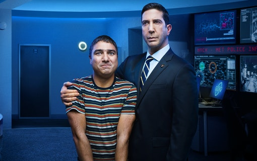 Nick Mohammed och David Schwimmer i Intelligence.