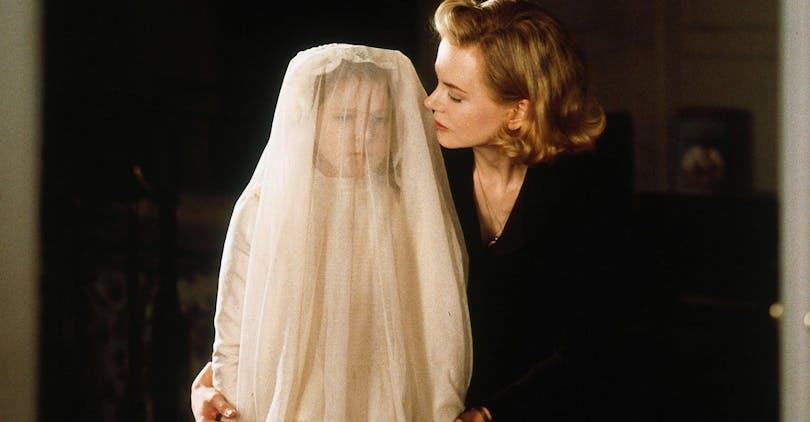 Mamma Grace med sin dotter i filmen The Others