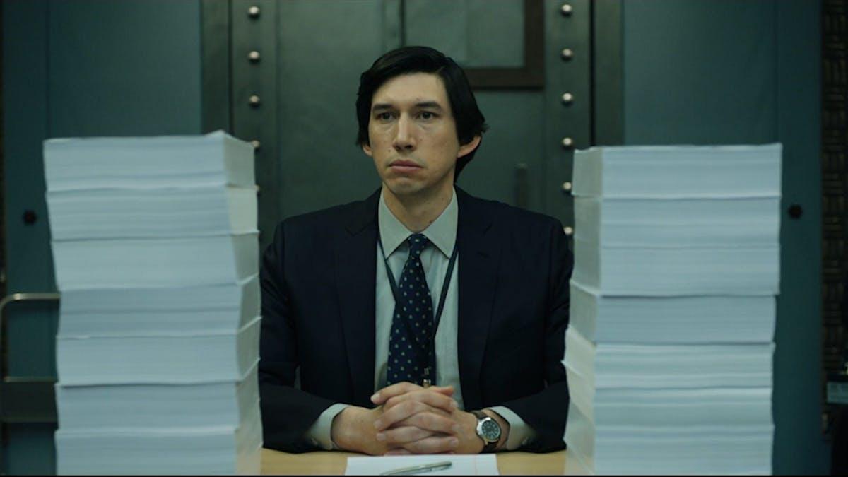 Bild på Adam Drivers karaktär i Scott Z. Burns filmen The Report.
