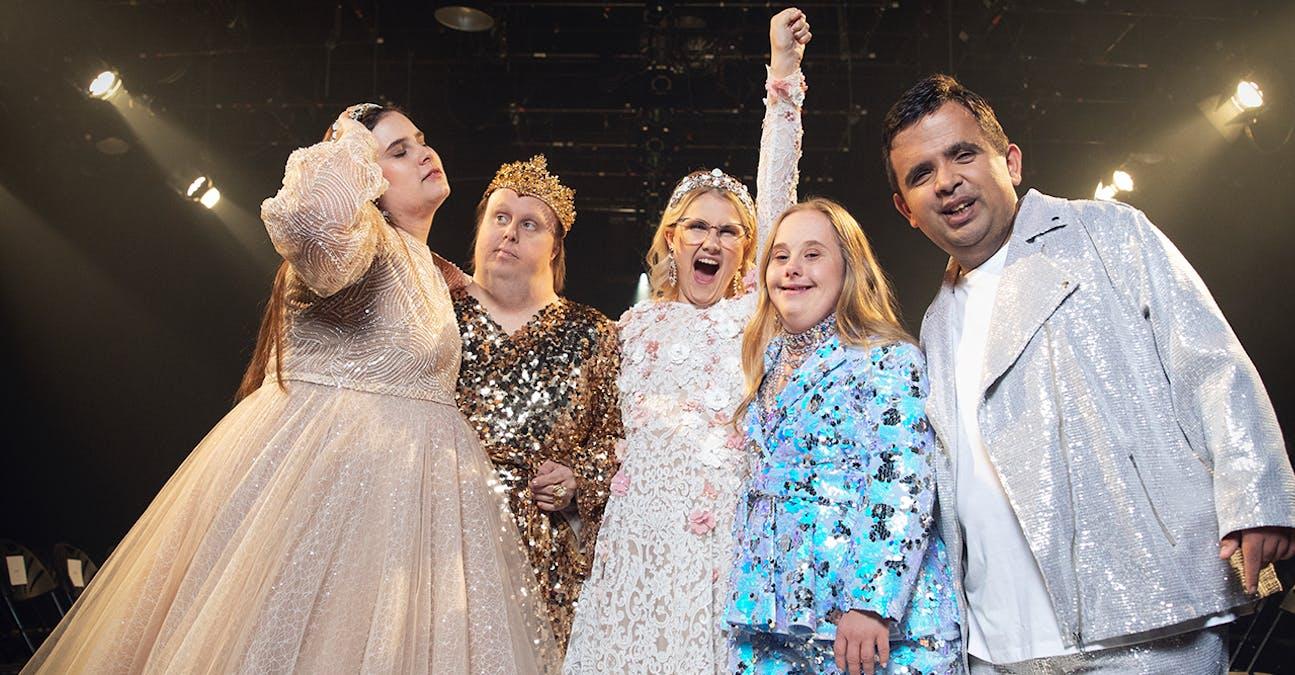 Emma Örtlund och de andra i Catwalk. Foto: Charlie Bennet/Viaplay