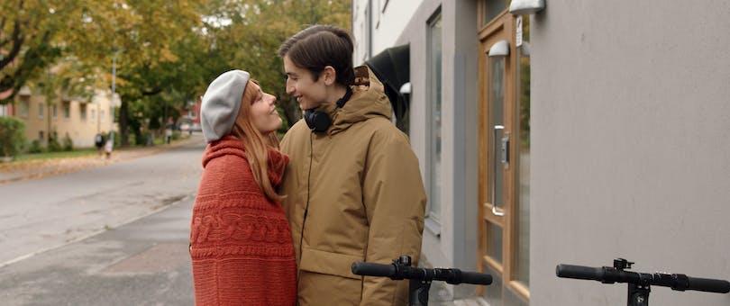 """Sofia Karemyr och Gustav Lindh i """"Älska mig"""" säsong 2."""