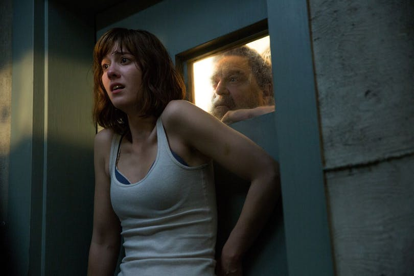 "Mary Elizabeth Winstead och John Goodman i ""10 Cloverfield Lane""."