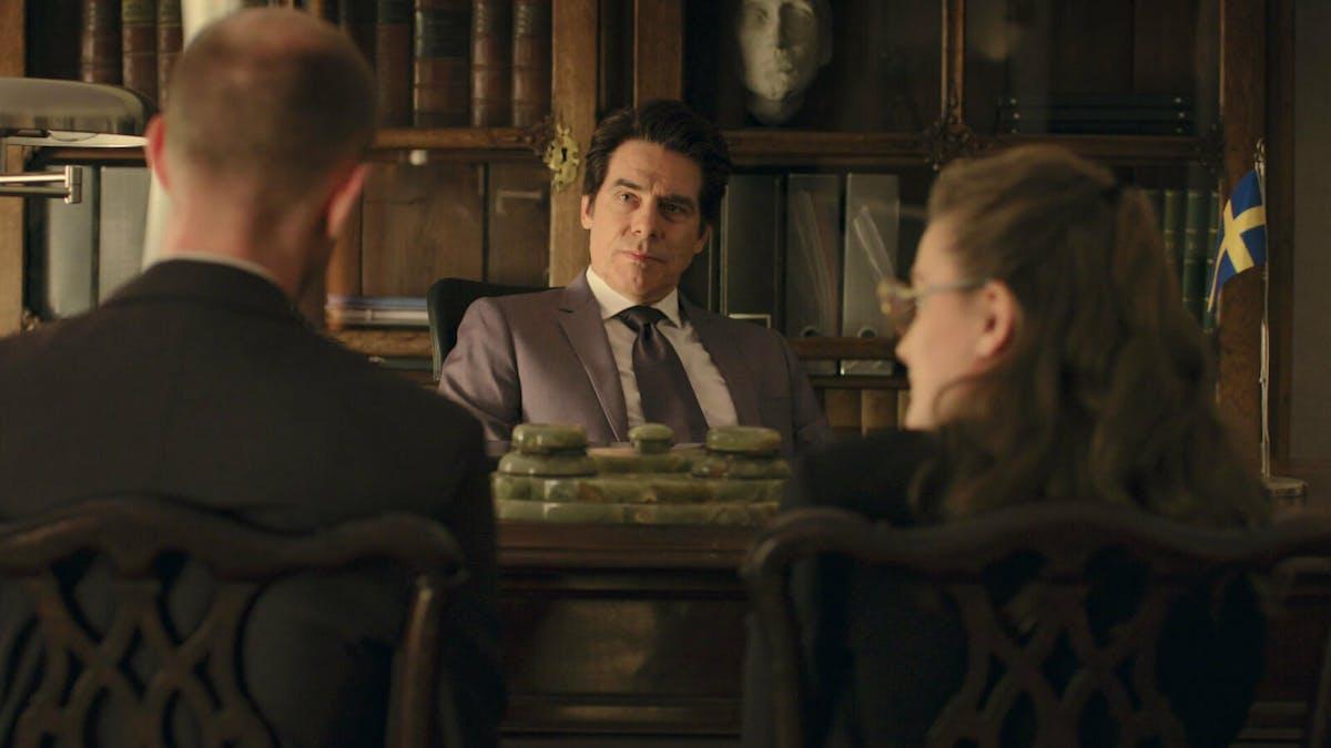 Mikael Tornving i rollen som ambassadören. Foto: Viaplay