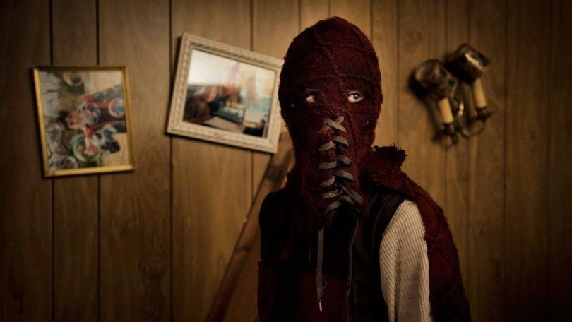 Brandon med mask i Brightburn