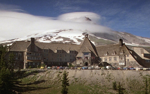 Det ökända hotellet i The Shining. Bild: Warner Bros.