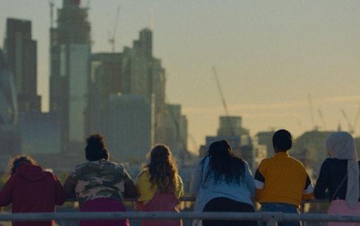 Gänget blickar ut över centrala London