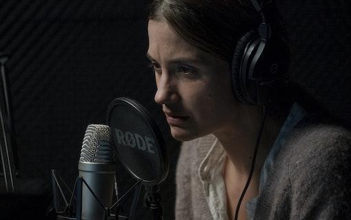 Astrid jobbar som radiopratare