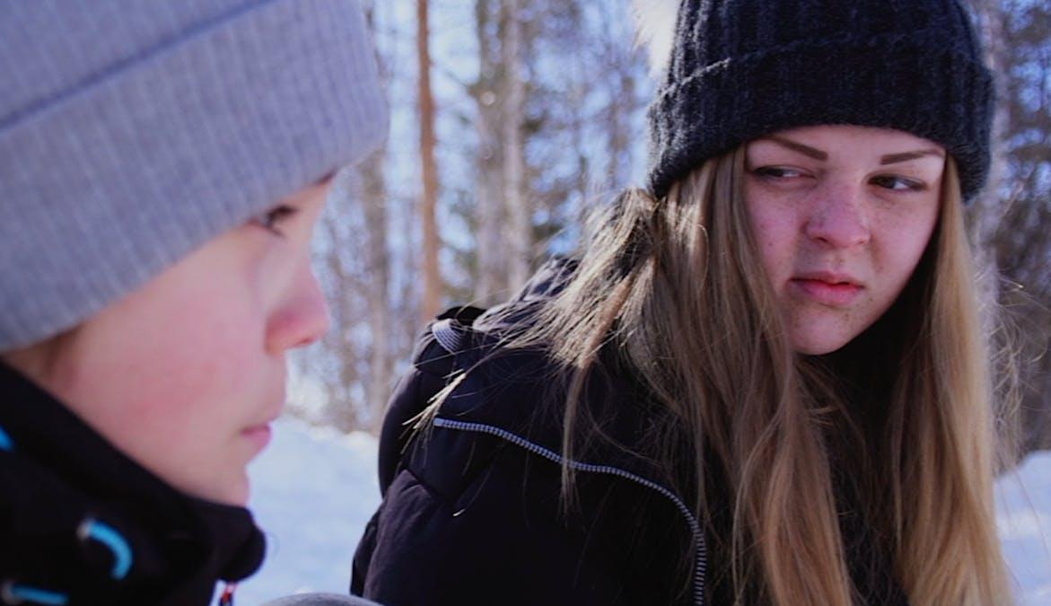 Två syskon diskuterar