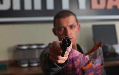 Se Tom Holland som rånare i nytt drama
