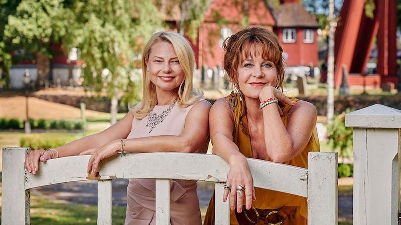 Bland kommande svenska filmer 2021 hittar vi Bröllop, begravning och dop filmen
