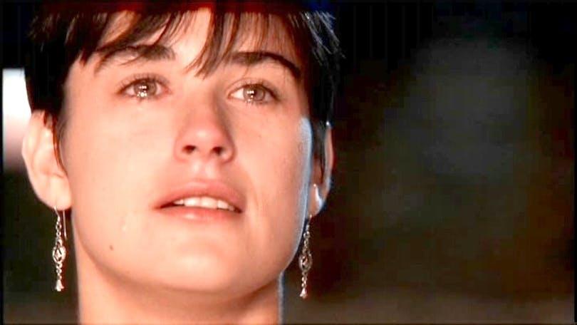 """Det har sagts att Demi Moore är en av Hollywoods bästa """"gråtare"""". Det får vi sannerligen se prov på i Ghost.. Foto: Paramount Pictures."""