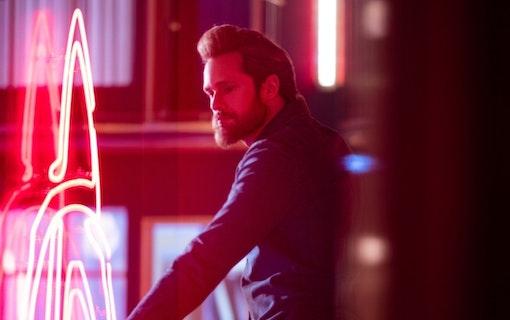 Alexander Skarsgård som Randall Flagg i The Stand. Foto: HBO Nordic.