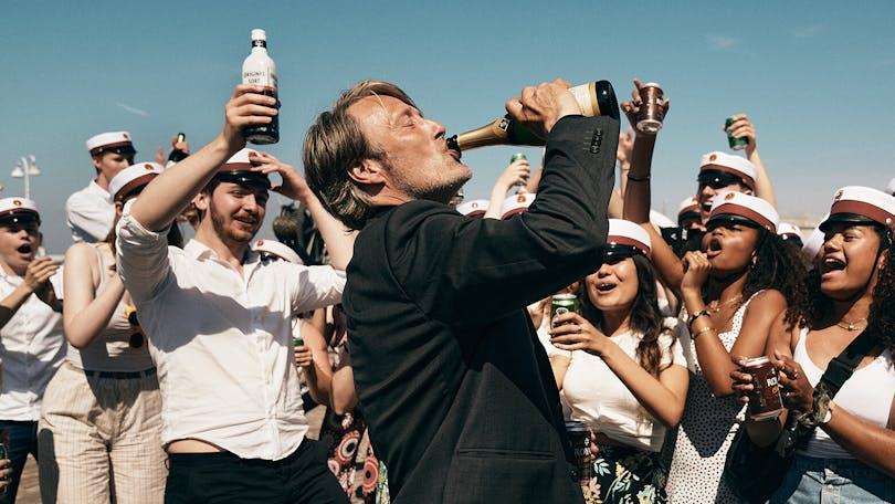 Det bästa tacktalet hölls av Thomas Vinterberg, som regisserade En runda till, som vann statyetten för bästa ingelsspråkiga film. Foto: Nordisk film.
